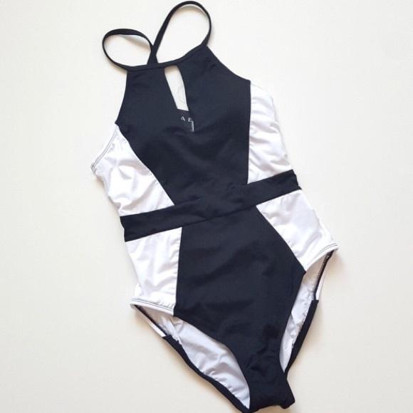 2ca10952074 La Blanca Other - La Blanca Slimming One Piece Swimsuit